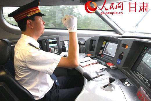 铁路局动车司机赴上海局
