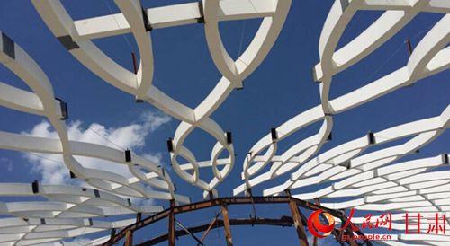 结构构件曲率各不相同,须分别设计组装胎架,加工难度大,精度要求高,钢