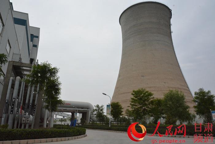 热电厂冷却塔(周芳霞 摄)