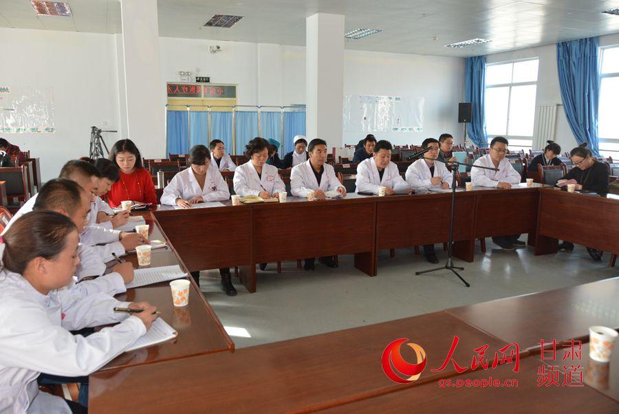 援藏医疗队员在开会(刘海天 摄)