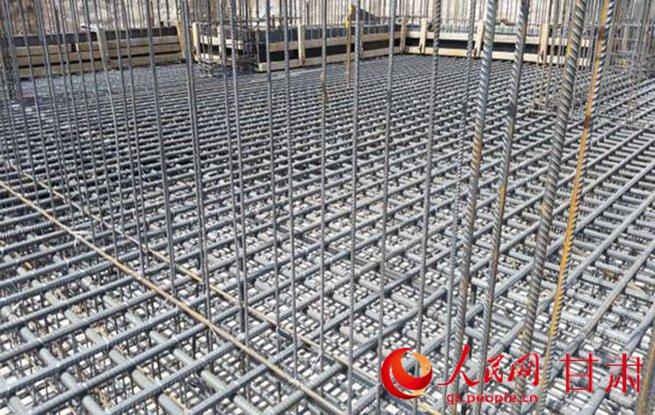 三十四层,结构形式为剪力墙结构,地下车库两层,结构形式为框架结构.