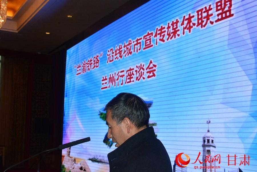 采访团记者代表发言(刘海天 摄)