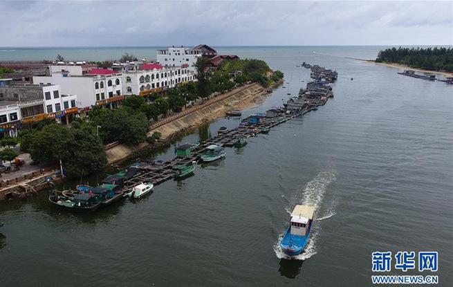 海南:渔船回港避台风