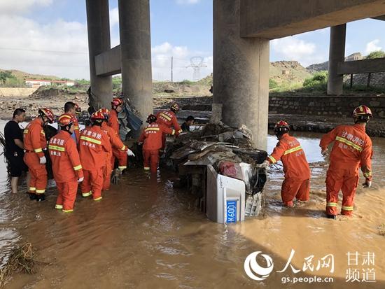 甘肃白银遭遇强降雨 致8人遇难2人失联【2】