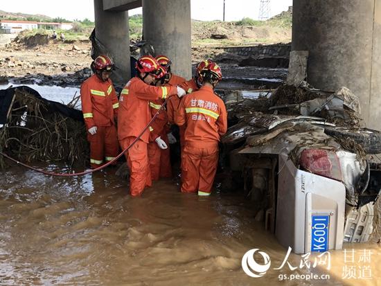 甘肃白银遭遇强降雨 致8人遇难2人失联【3】