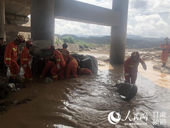 甘肃白银遭遇强降雨 致8人遇难2人失联【4】