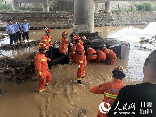 甘肃白银遭遇强降雨 致8人遇难2人失联【5】