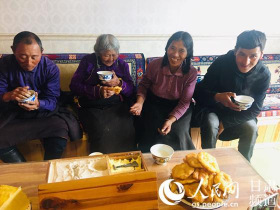 【脱贫攻坚地方行】甘肃碌曲:锅庄之乡的幸福新舞步