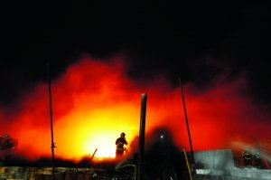 大连油管爆炸100天同一油罐再次著火